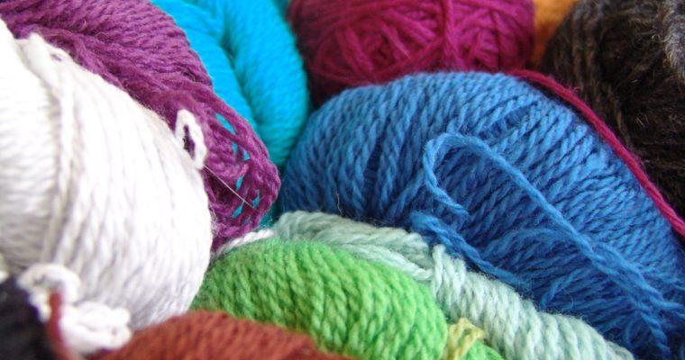 Apprendre à tricoter : choisir son fil